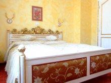 Hotel Hollomezo (Măgoaja), Royal Hotel