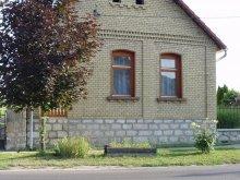 Casă de oaspeți Nagykónyi, Casa de oaspeți Finta