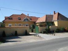 Cazare Nyúl, Casa de oaspeți Viola