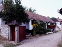 Hosztel Cândești, Tóbiás Ház – Ifjúsági szabadidőközpont