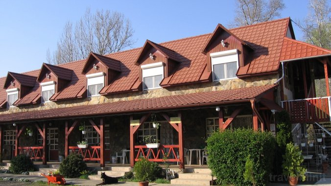 Hernád-Party Guesthouse and Camping Pere