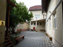 Hostel Lunca Borlesei, Internatul Téka